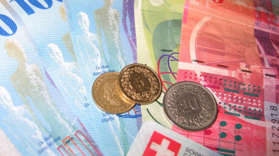 Sąd przyznał frankowiczowi 100 tysięcy zł. Bankowiec: to incydent