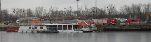 Akcja służb na Kanale Żerańskim. Statek nabrał wody