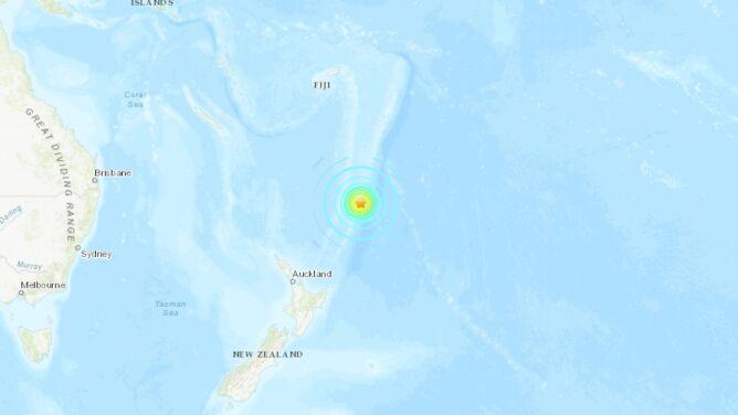 Kolejne silne trzęsienia, wróciło ryzyko tsunami. Władze zarządziły ewakuację