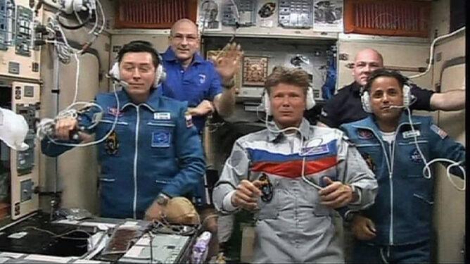 Sojuz przycumował. Sześciu kosmonautów na ISS